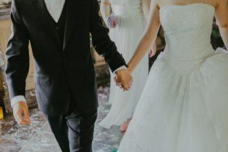 Herdenken van overleden dierbaren op een bruiloft